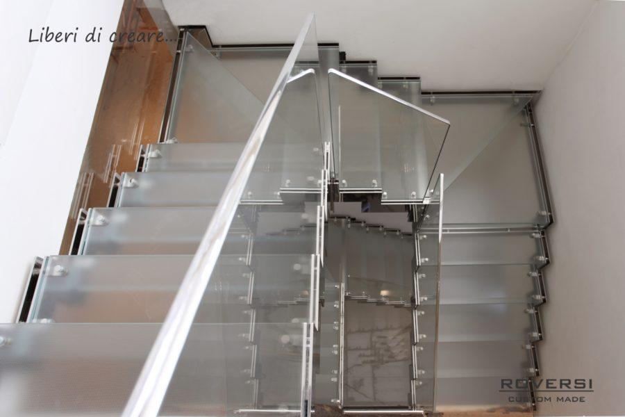 scala in acciaio lucido